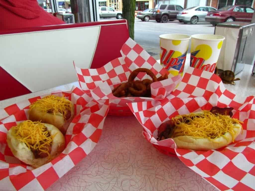 hoy dogs - chili dogs - onion rings - restaurants