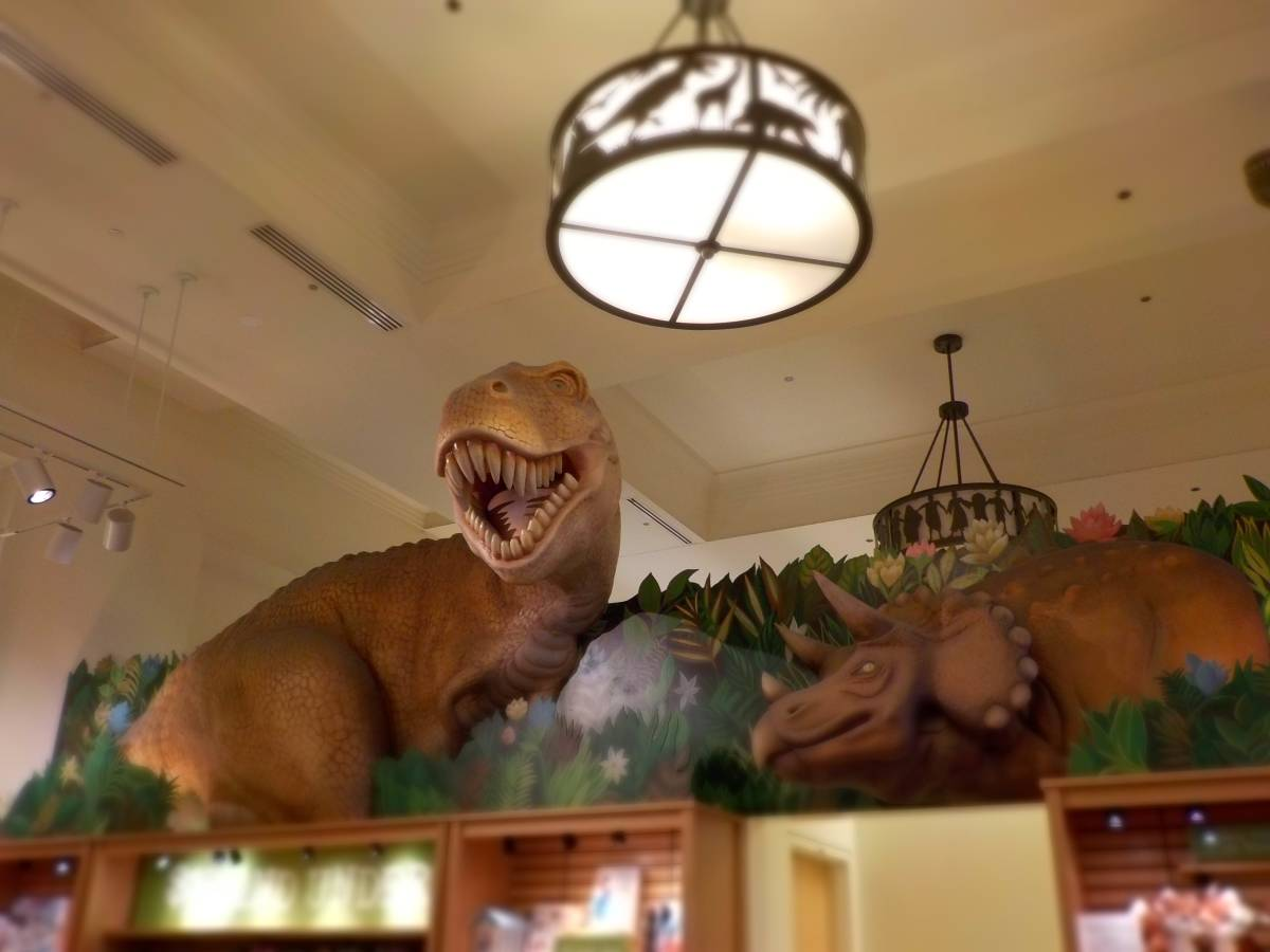 Dinosaur satues adorn the Field Museum gift shop.