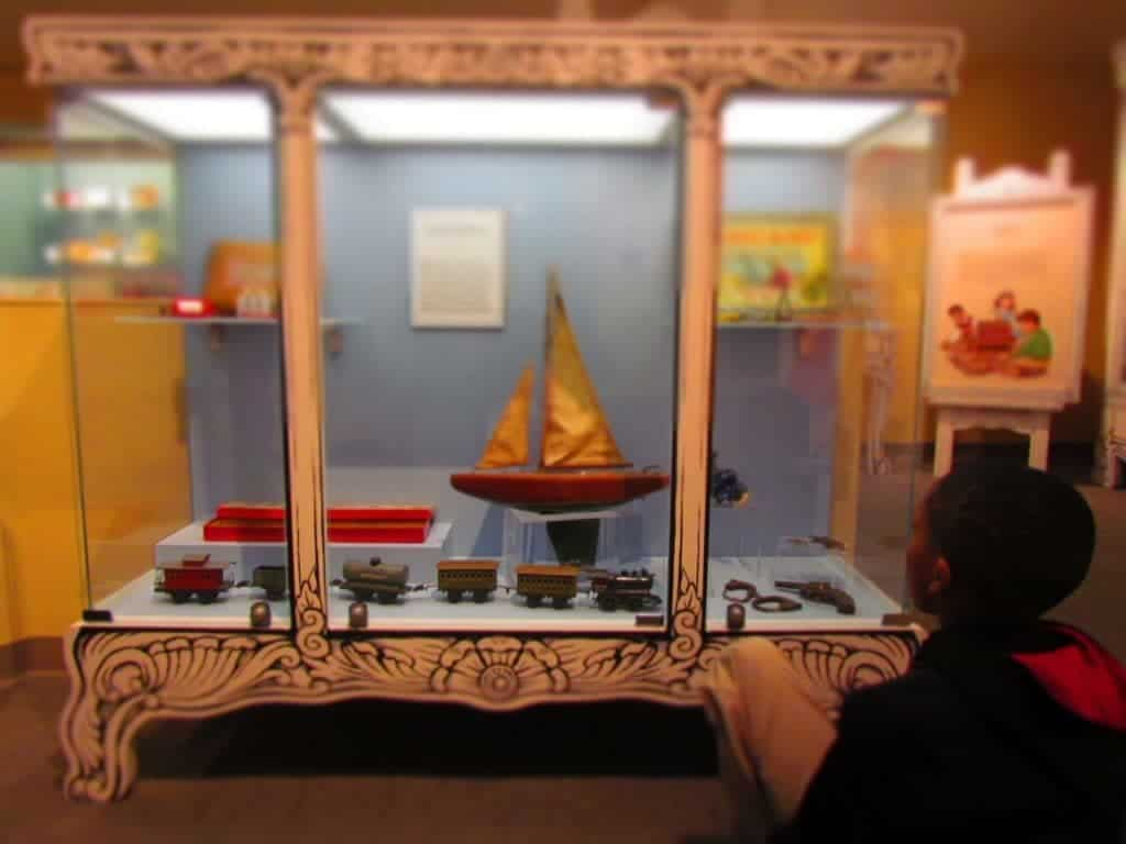 Kansas City museums - Toys - Miniatures - dolls - science fiction - Wizard of Oz - Midwest travel