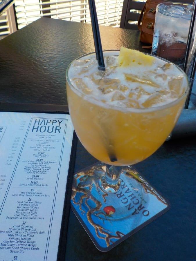 Happy Hour in Village West - Yard House - appetizers - cocktails - restaurant - Kansas City Kansas