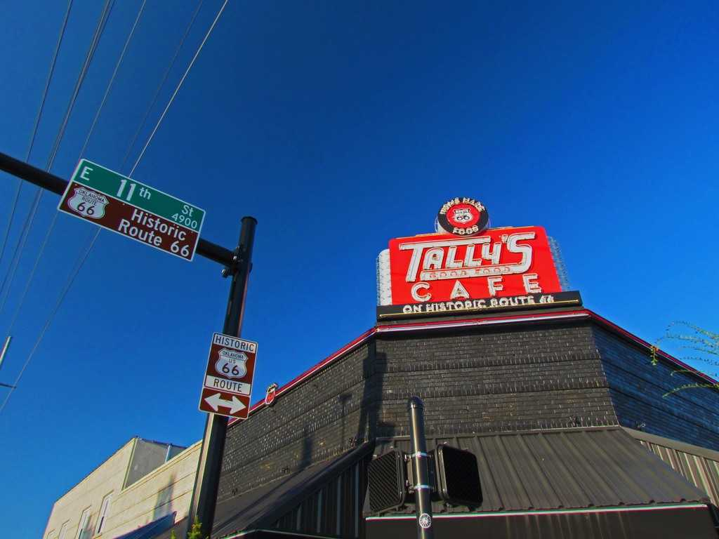 Tally's Good Food Cafe-Tulsa-Oklahoma-diner-Route 66-breakfast-cinnamon rolls
