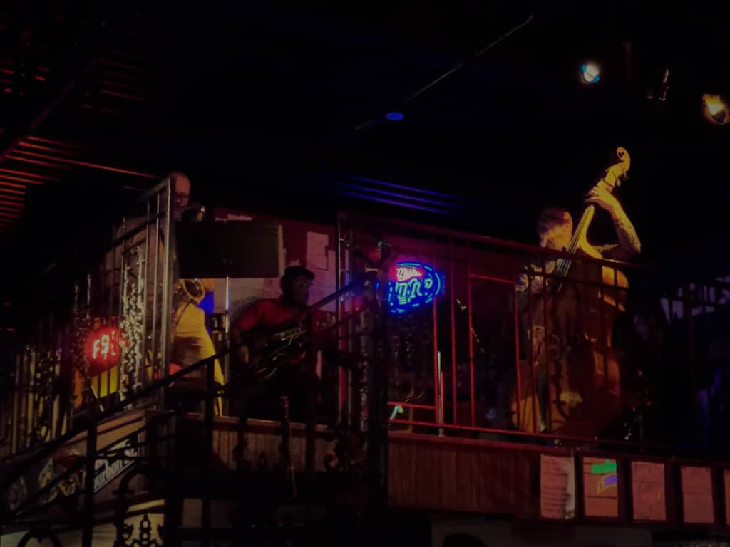 Live Jazz music is featured for diners to enjoy during their visit.