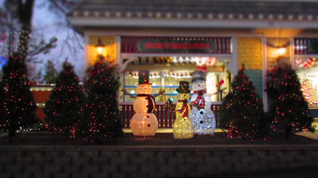 Winterfest-Worlds of Fun-Kansas City-Christmas-theme park-festival-artisans-shows-live performances-characters-musicians