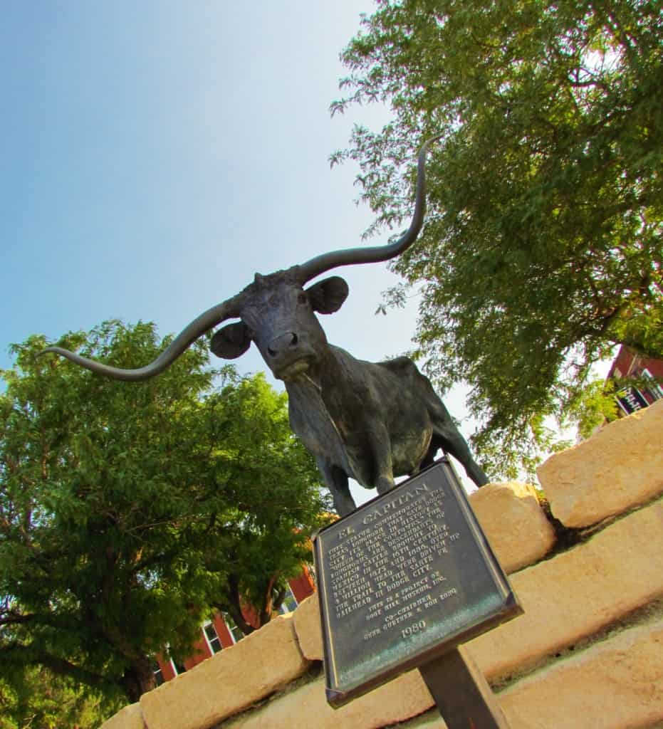 The El Capitan statue, in Dodge City, symbolizes the importance of the Texas longhorn cattle to the town's growth.