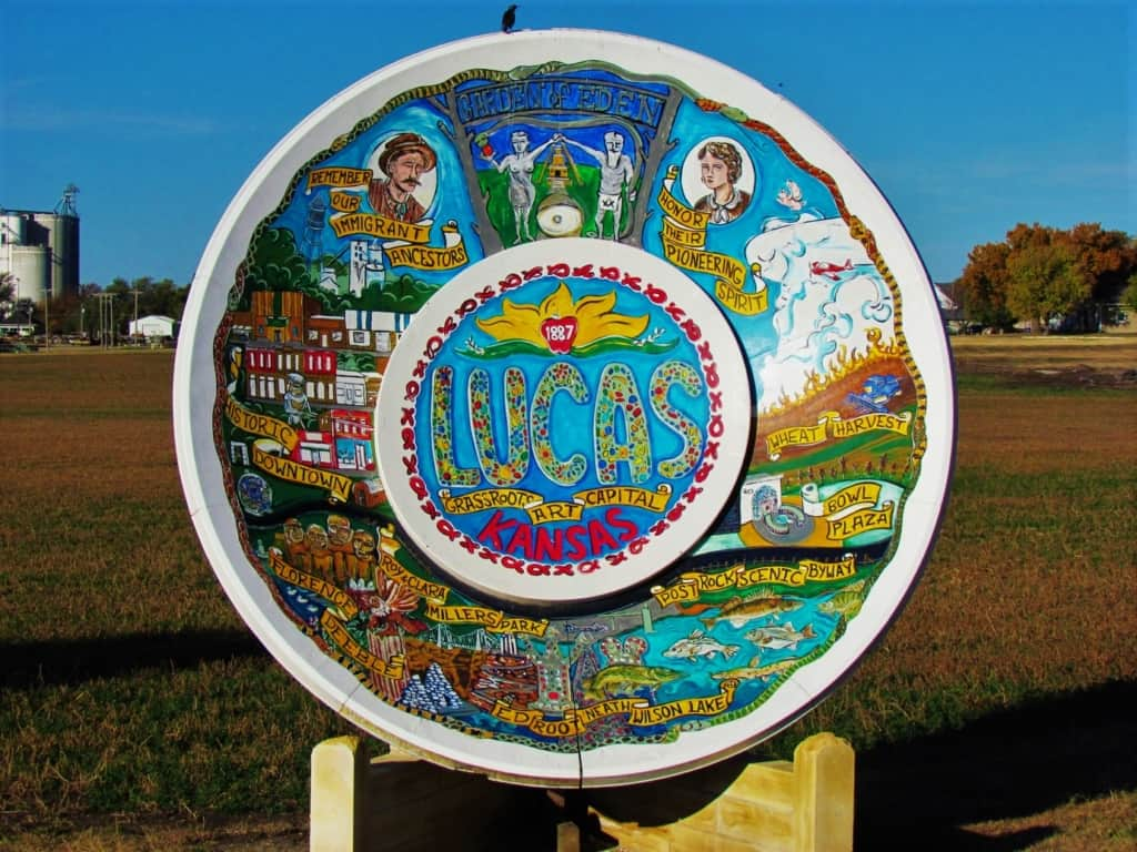 Lucas, Kansas greets visitors with the World's largest Souvenir plate.