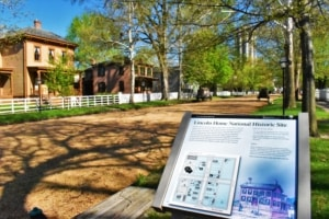 If you want to have a historic visit to Springfield, Illinois, you will want to explore the Lincoln home and surrounding neighborhood.