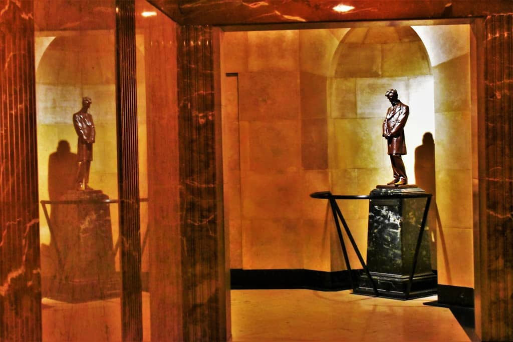 The inside of Lincoln's Tomb is decorated with sculptures that represent various periods of his life.
