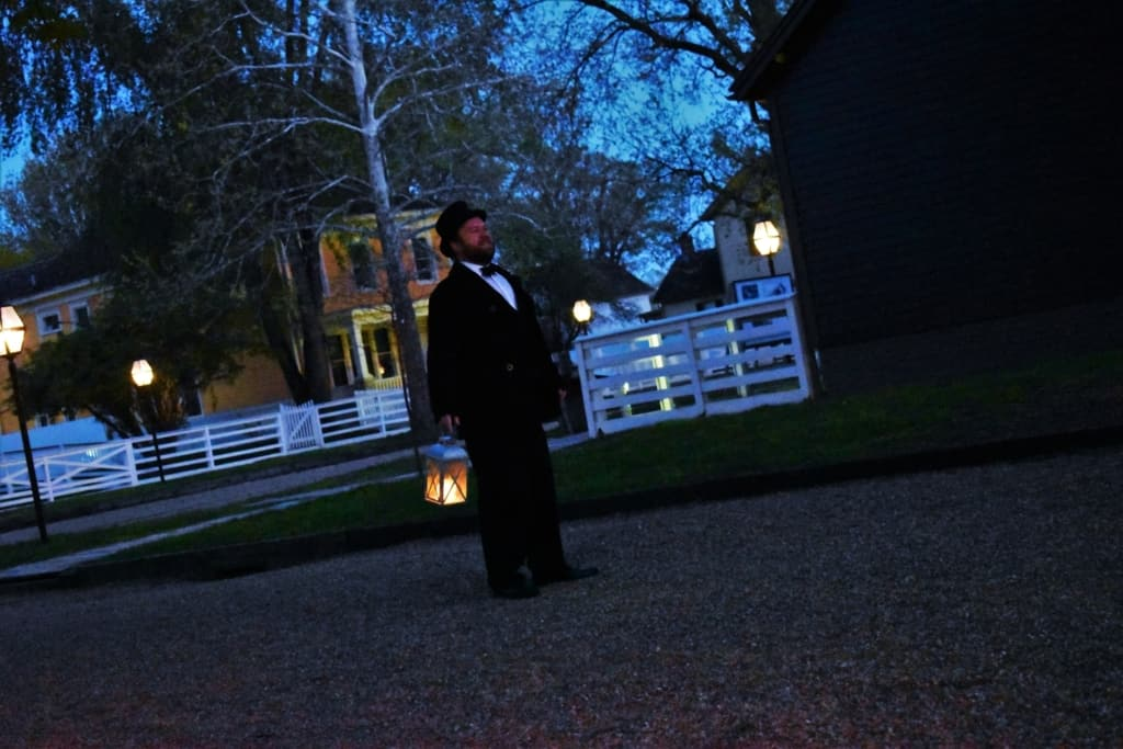 Our guide, from Springfield Walks, tells stories of intrigue and mystery to the crowd.
