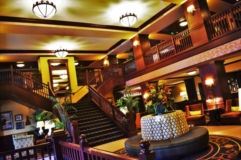 The lobby of the Hotel Julien speaks of elegance and poise, which is exactly the atmosphere we expected when you sleep in the shadow of giants.