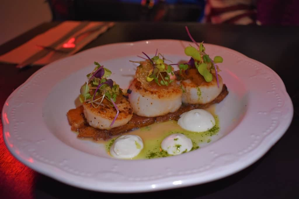 Scallops and smoked bacon make for an appealing appetizer at Faite a l'os.