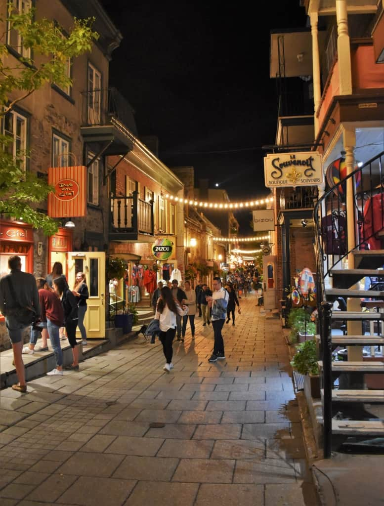 Even in the evening, the Rue du Petit Champlain is popular with locals and visitors alike.