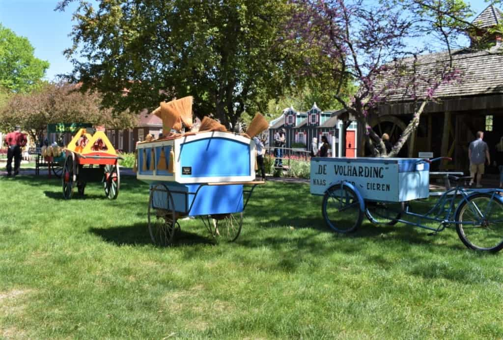 Hand carts were used to deliver services and products door-to-door in Dutch communities.